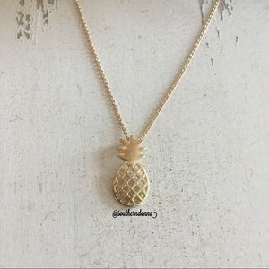 Jewelry - NWT Adorable Pineapple Necklace
